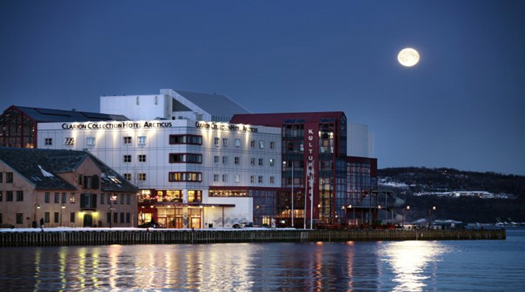 Amazing location by the sea at Articus Hotel in Harstad