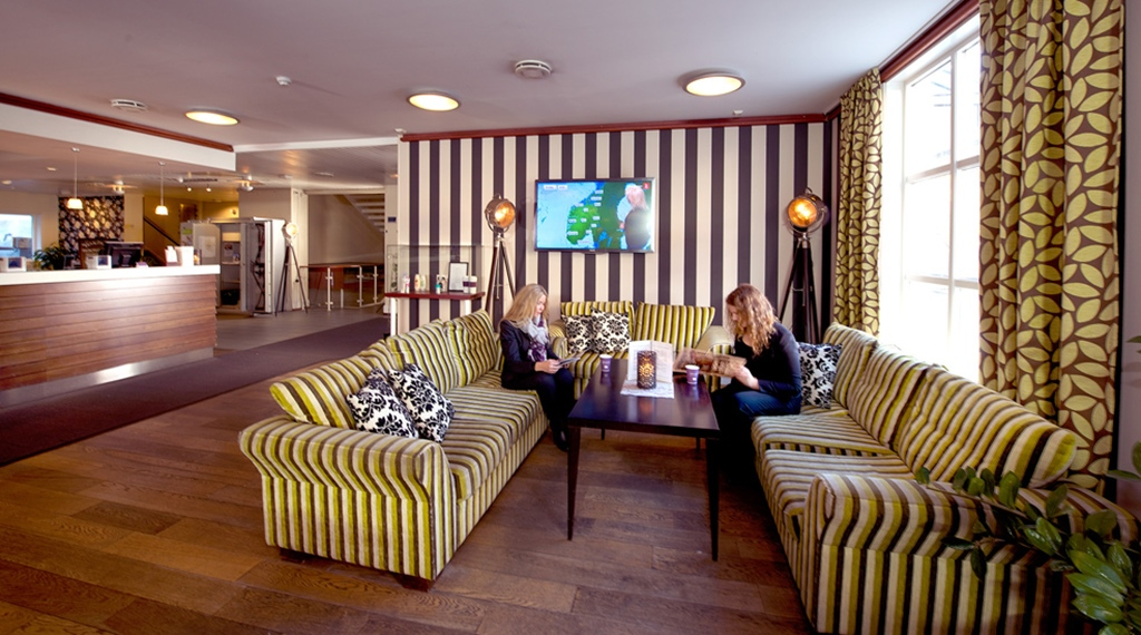 Trendy lobby area with sofas at the Atlantic Hotel in Sandefjord