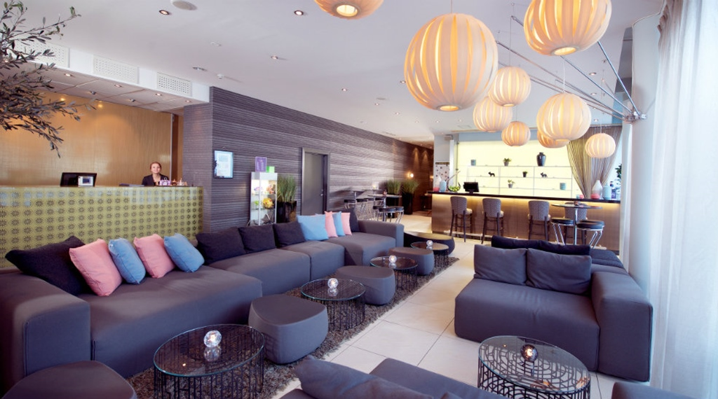 Extensive lobby with sofas at Aurora Hotel in Tromso