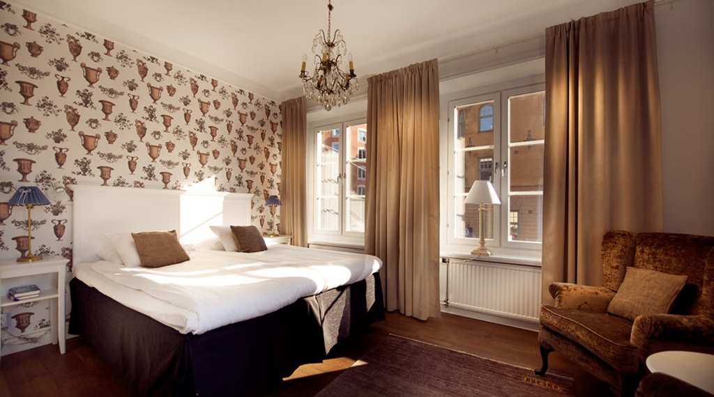 Spacious and bright superior double room at Bergmestaren Hotel in Falun