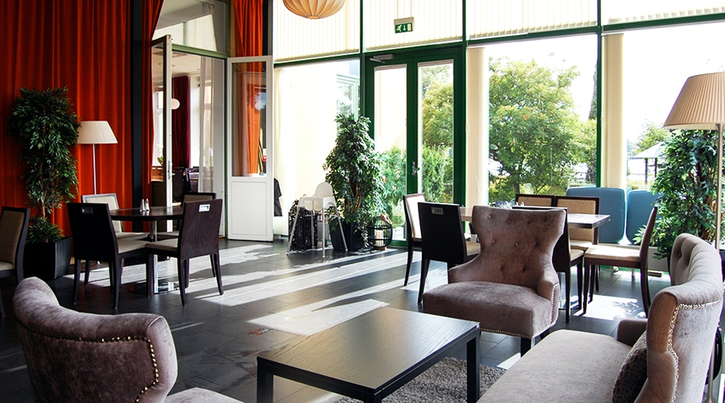 Dining room and lounge with chairs and overview at Clarion Collection Hotel Bolinder Munktell Eskilstuna