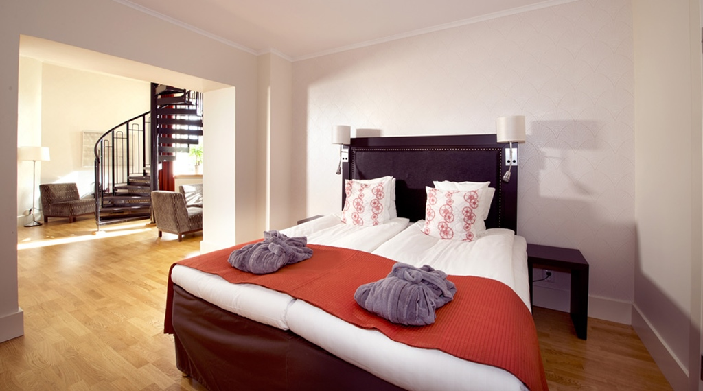 Extensive superior room in two levels at Bolinder Munktell Hotel in Eskilstuna
