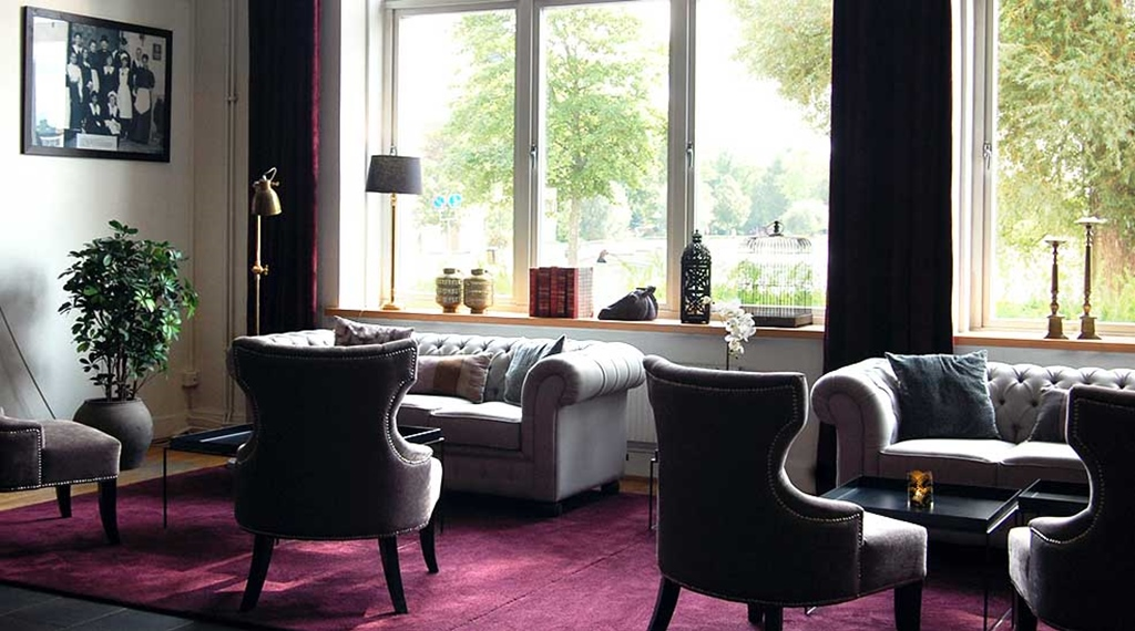 Lobby overview with chairs and sofas at Clarion Collection Hotel Bolinder Munktell Eskilstuna