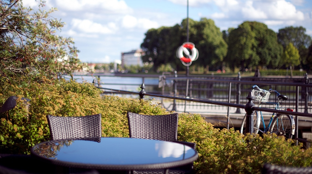 Peaceful outdoor area by the river at Bolinder Munktell Hotel in Eskilstuna