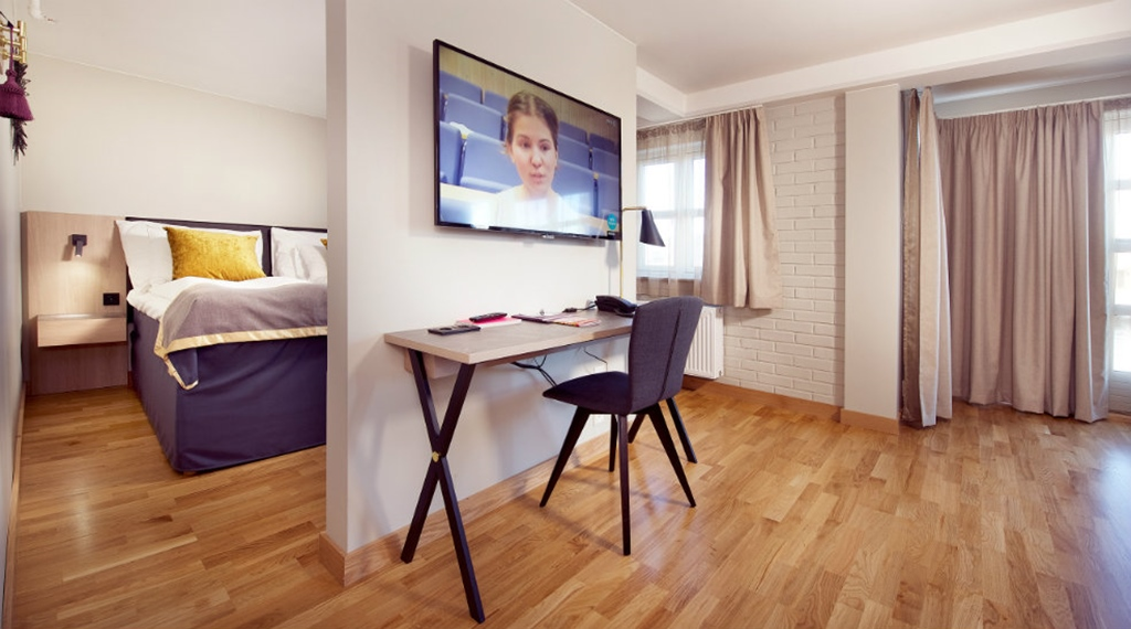 Work place and TV in Deluxe room at Clarion Collection Hotel Bryggeparken