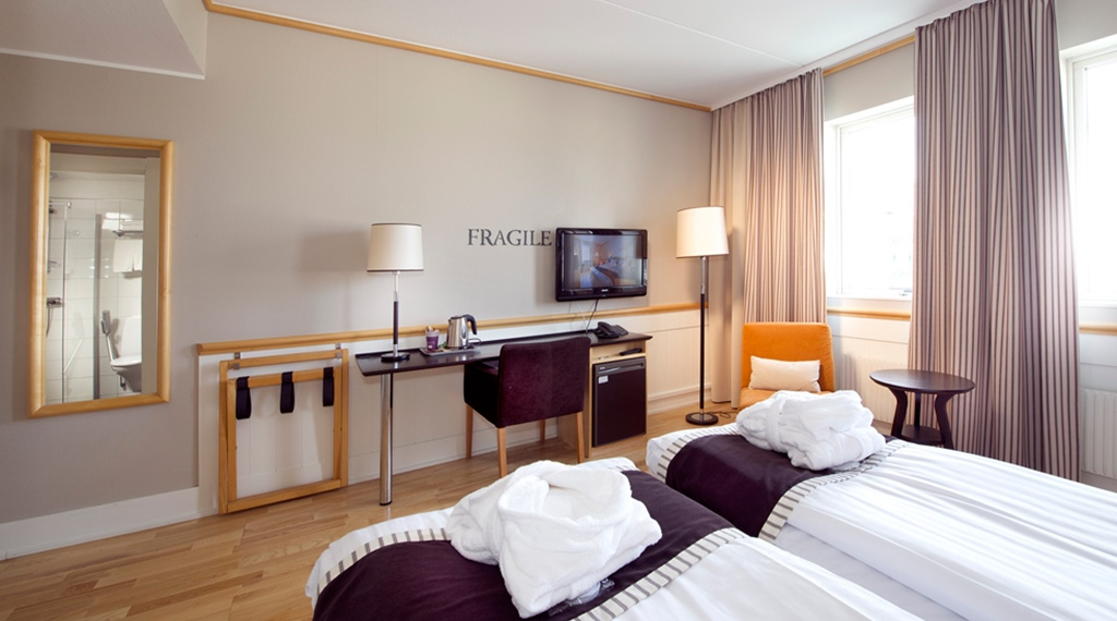 Well-equipped spacious superior twin hotel room at Fregatten Hotel in Varberg