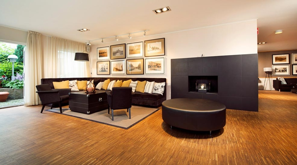 Cosy and well-furnished lounge with a fire place at Fregatten Hotel in Varberg