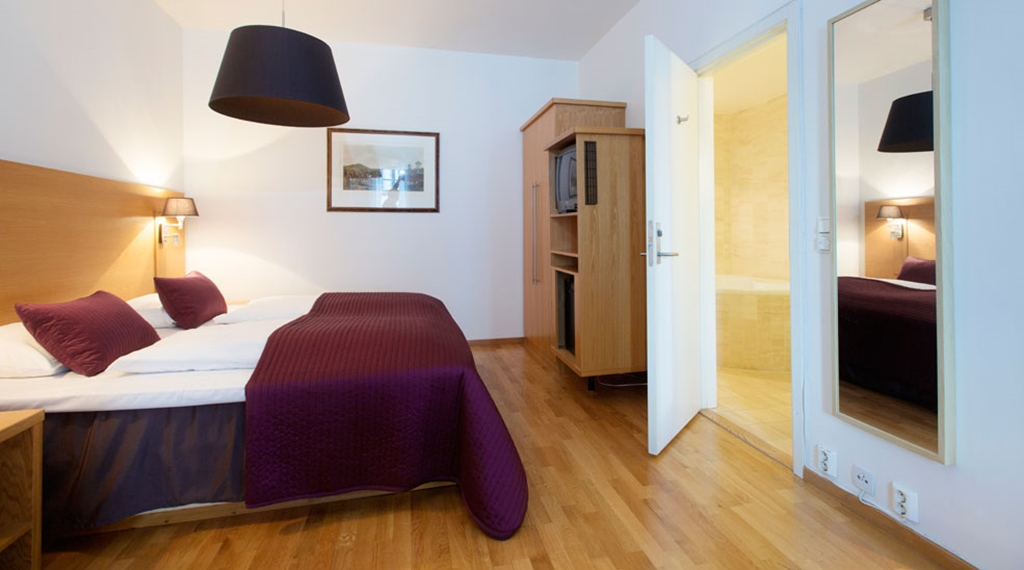 Spacious and bright double suite at Gabelshus Hotel in Oslo