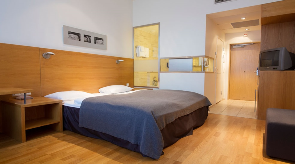 Large and stylish standard double room at Gabelshus Hotel in Oslo