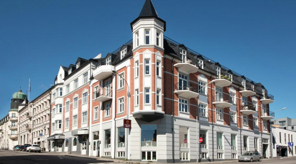 Facade at Clarion Collection Hotel Grand Gjøvik in Norway
