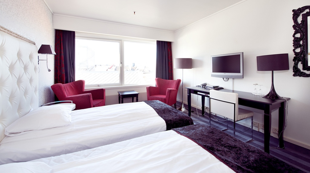 Well-furnished standard twin room with a desk and a view at Grand Olav Hotel in Trondheim