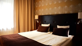 Standard double room bed with pillows Clarion Collection Hotel Grand Sundsvall