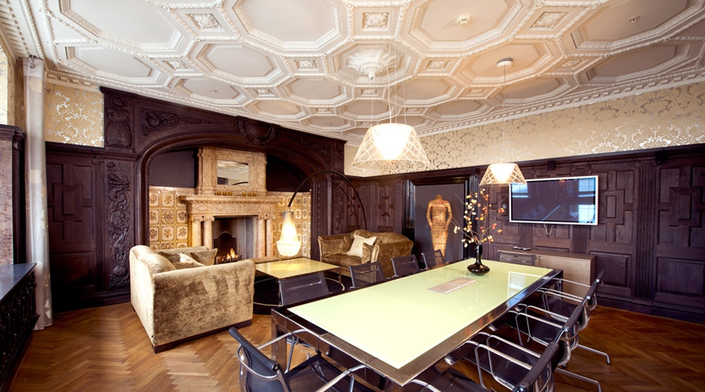 Elegant and impressive meeting room area with open fire place at Havnekontoret Hotel in Bergen