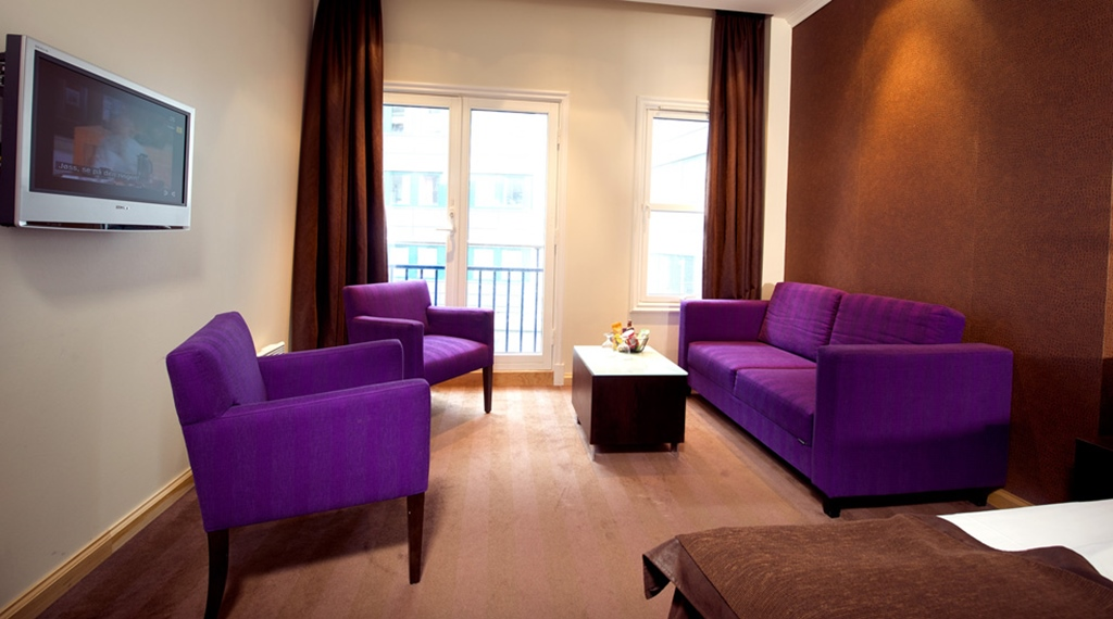 Hip family room with a French balcony at Havnekontoret Hotel in Bergen
