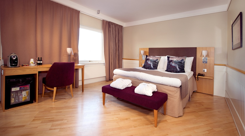 Spacious and classy deluxe double room at Kompaniet Hotel in Nykoping