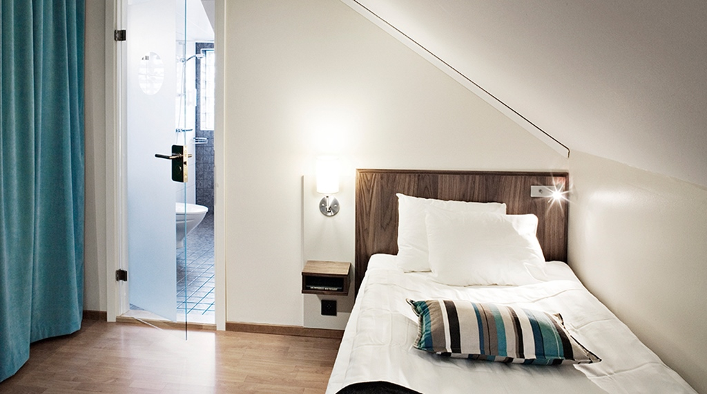 Trendy standard single room at Kung Oscar Hotel in Trollhatten