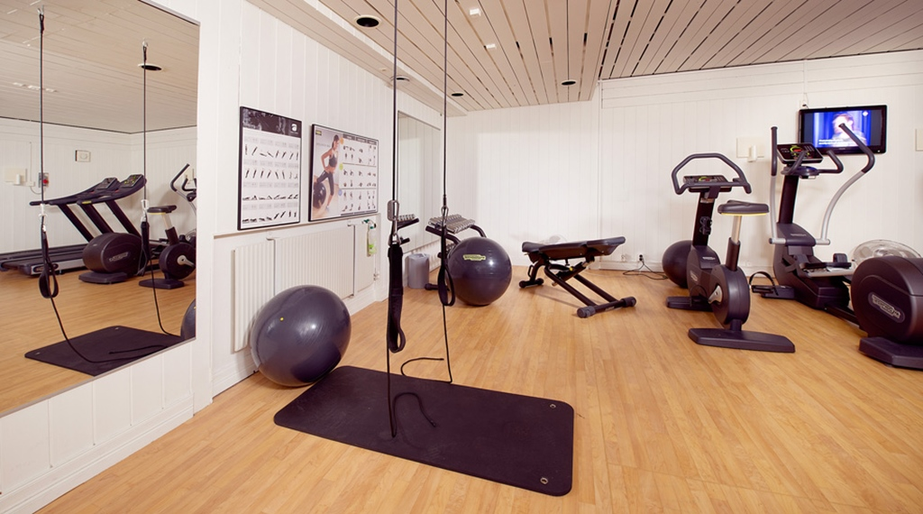 Modern and well-equipped gym at Majoren Hotel in Skovde
