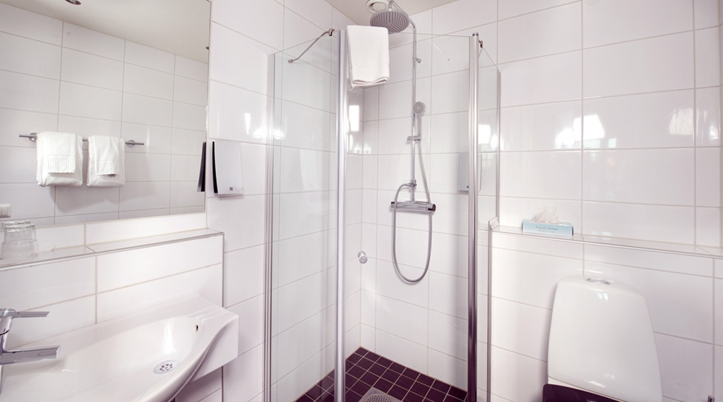 Large and modern bathroom in superior double room at Majoren Hotel in Skovde