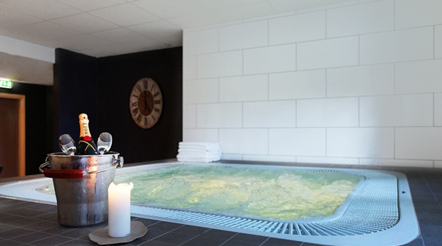 Champagne and complete spa relaxation at Plaza Hotel in Karlstad