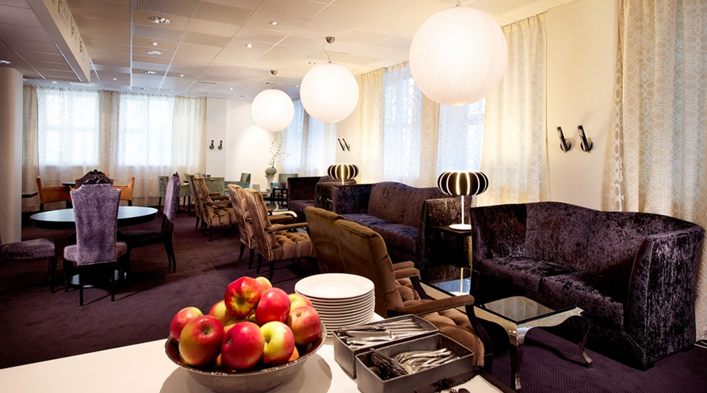 Buffet in classy and well-furnished surroundings at Savoy Hotel in Oslo