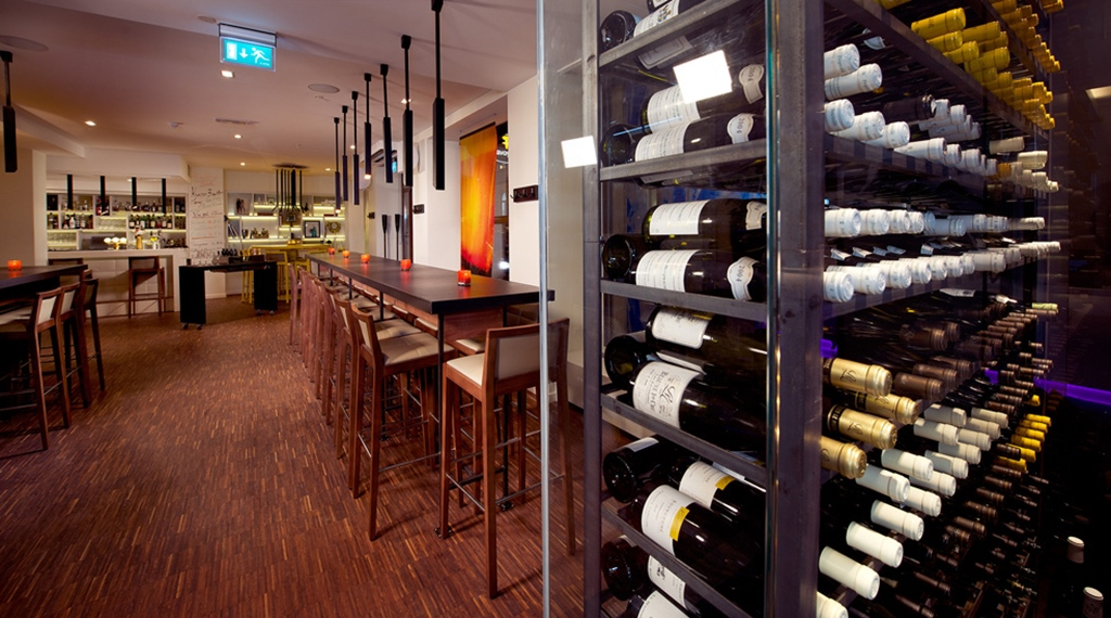 Enjoy the bar and extensive selection of wine at Savoy Hotel in Oslo