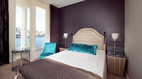 Stylish standard single room with a perfect view of the canal and ocean at Skagen Brygge in Stavanger