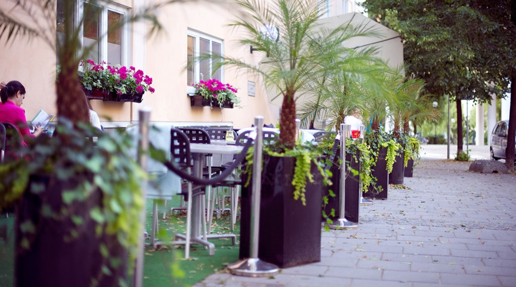 Outdoor area with seating by the entrance at Tapto Hotel Stockholm