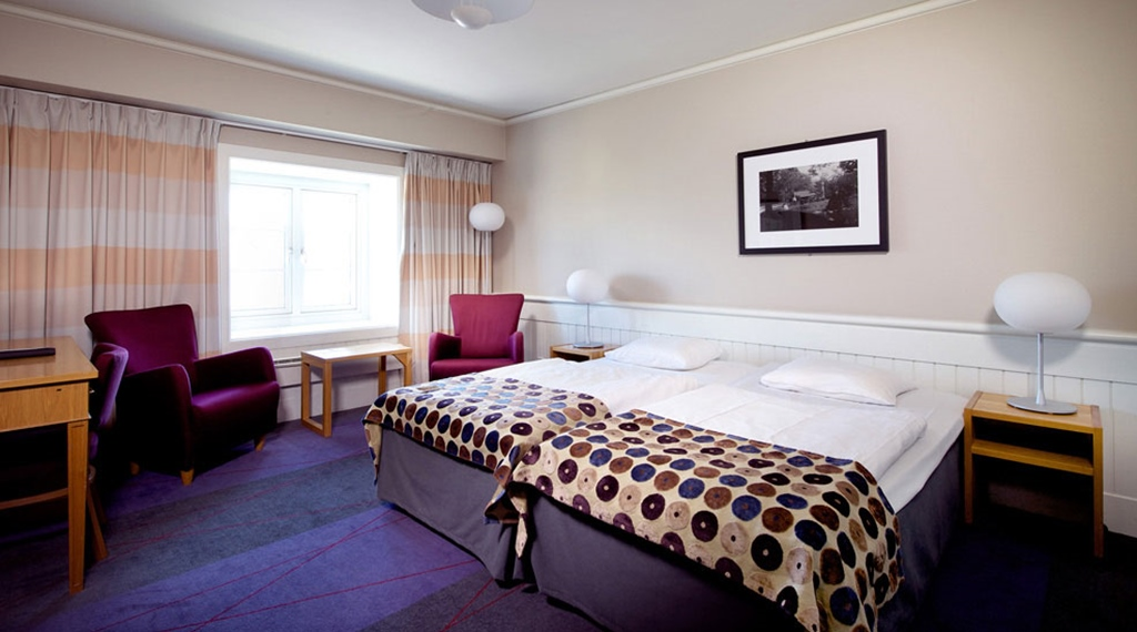 Large and bright standard double room at Tollboden Hotel in Drammen
