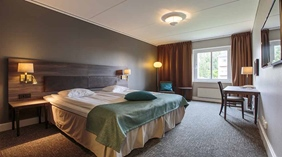Overview Standard double room with double bed and desk at Clarion Collection Hotel Uman Umeå