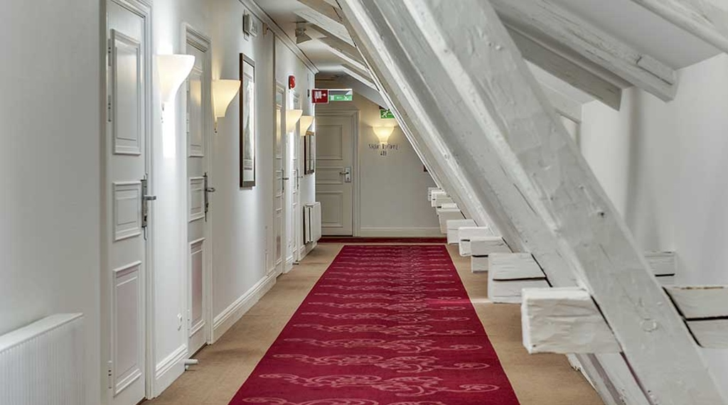 Hallway with a red carpet at Clarion Collection Hotel Victoria Jönköping
