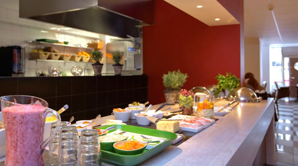Fresh quality breakfast buffet with smoothies at Wellington Hotel in Stockholm