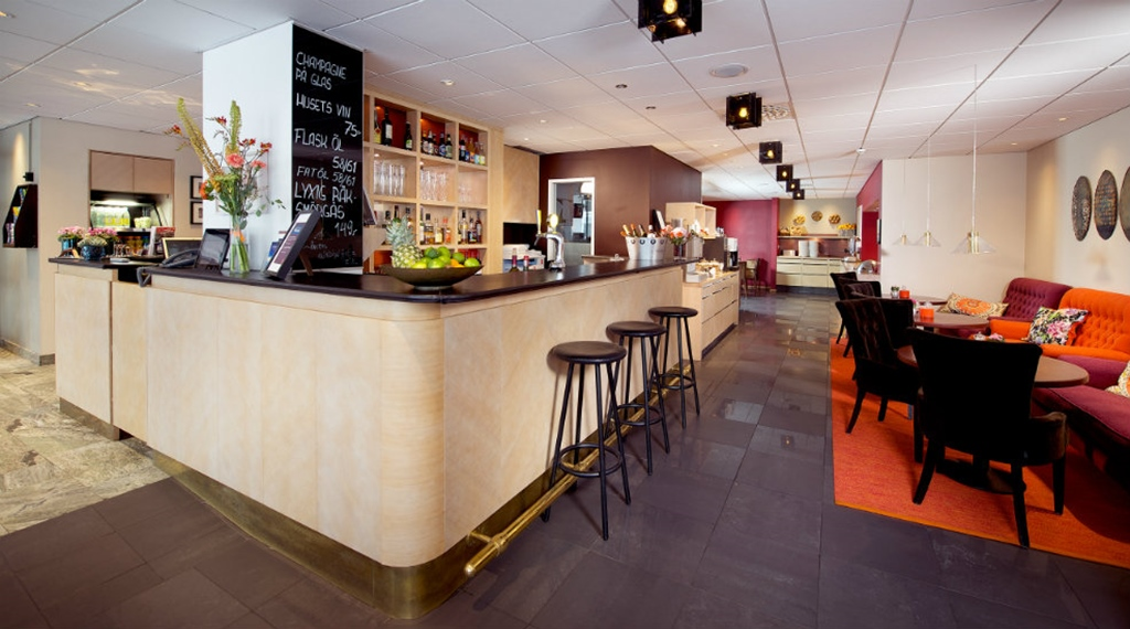Large and trendy bar at Wellington Hotel in Stockholm