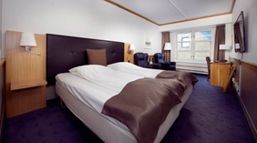 Large and well-furnished twin room at With Hotel in Tromso