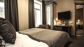 Elegant and well-furnished moderate hotel room Grand Hotel Helsingborg