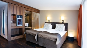 Spacious and well-equipped double room at Amaranten Hotel in Stockholm