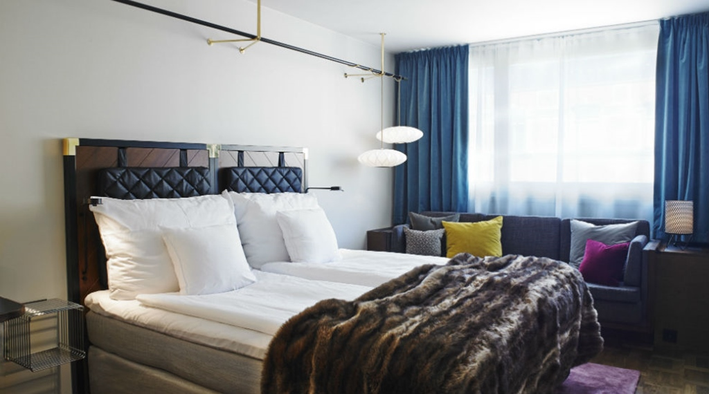 Elegant and spacious double room with two twin beds at Amaranten Hotel in Stockholm