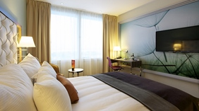 Hip and spacious double hotel room at Arlanda Hotel in Stockholm