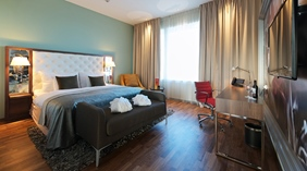 Large and stylish suite at Arlanda Hotel in Stockholm
