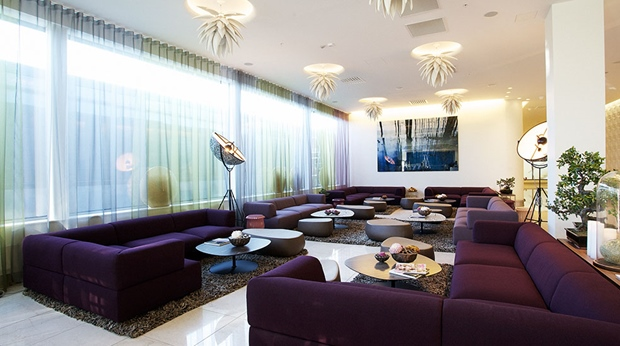Stylish and comfortable lounge-like living room at Arlanda Hotel in Stockholm