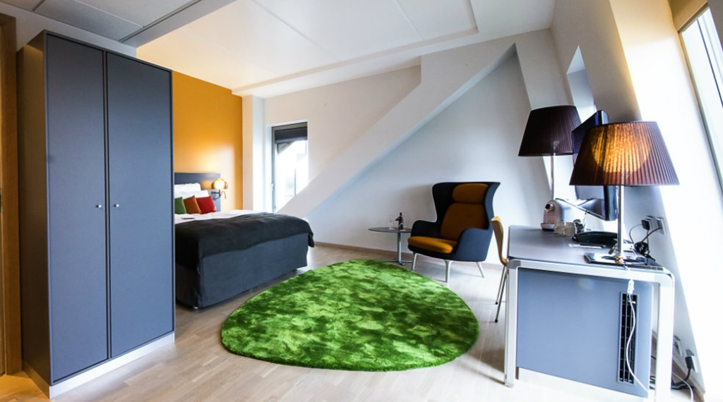 Spacious and well-furnished deluxe double hotel room at Energy Hotel in Stavanger