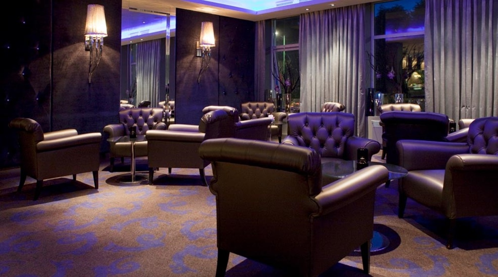Lounge with comfortable quality leather chairs at Ernst Hotel in Kristiansand