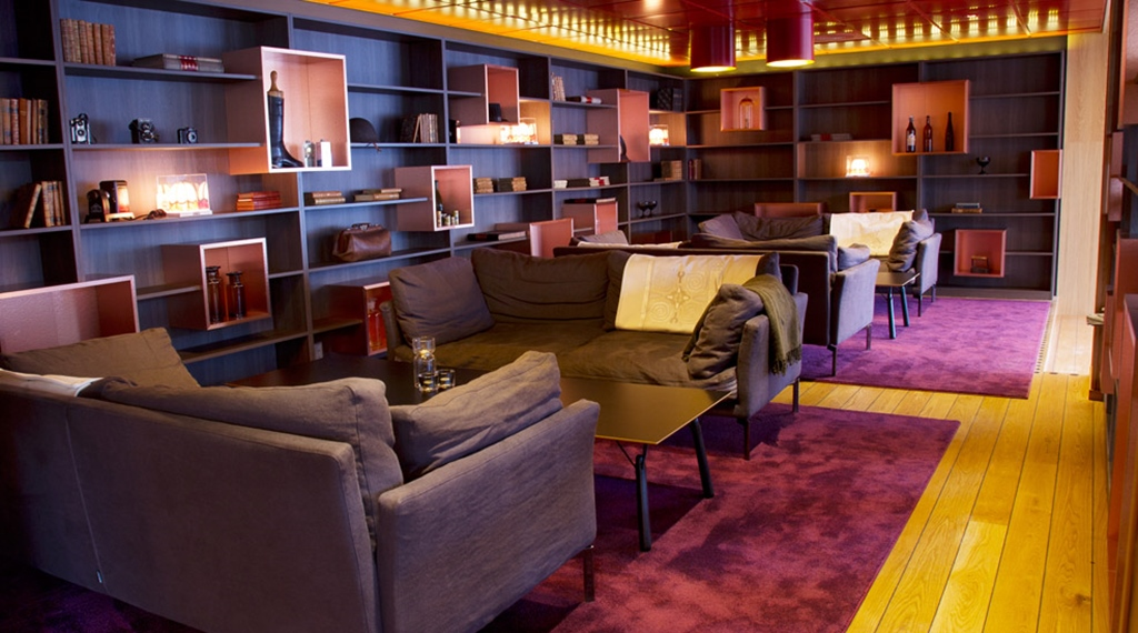 Colourful, trendy and comfortable lounge at Gillet Hotel in Uppsala