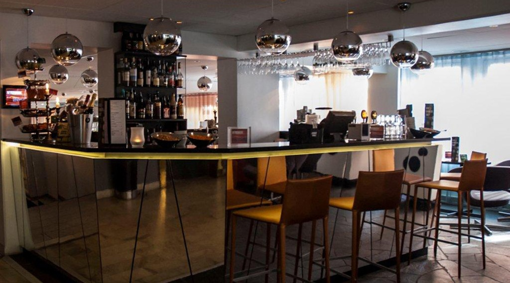 Spacious and stylish bar at Grand Hotel in Ostersund