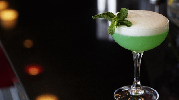 Choose between a wide selection of cocktail drinks in the bar at Hotel Orebro