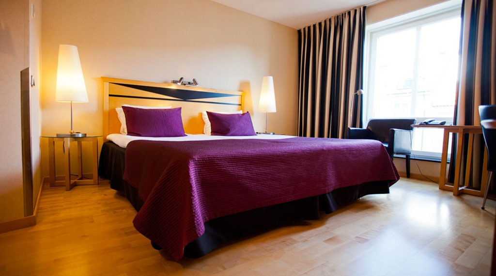 Bright and trendy standard double hotel room at Hotel Orebro