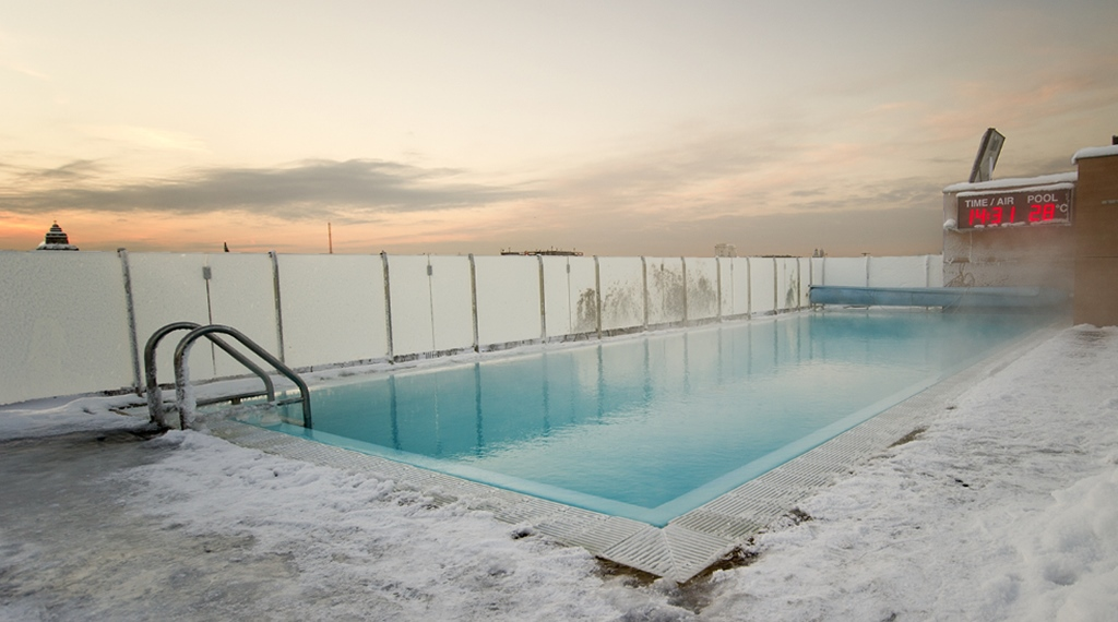 The outdoor rooftop pool during the winter at Sign Hotel in Stockholm