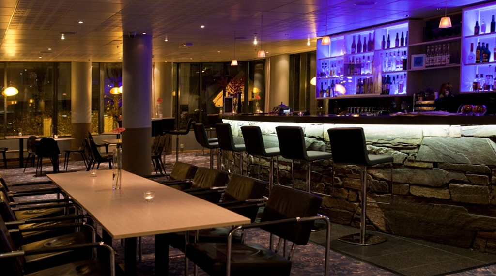 Large and trendy bar at Stavanger Hotel