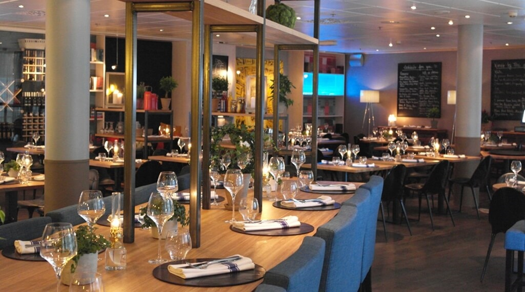 Stylish and spacious restaurant at Stavanger Hotel