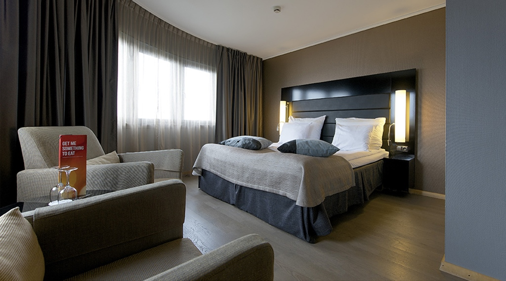 Elegant and spacious deluxe double hotel room at Stavanger Hotel