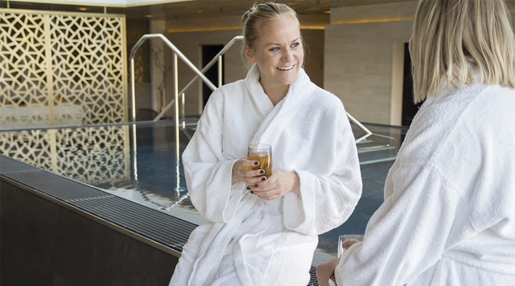 Friends drinking tea by the pool at Elements Spa at Clarion Hotel Stockholm